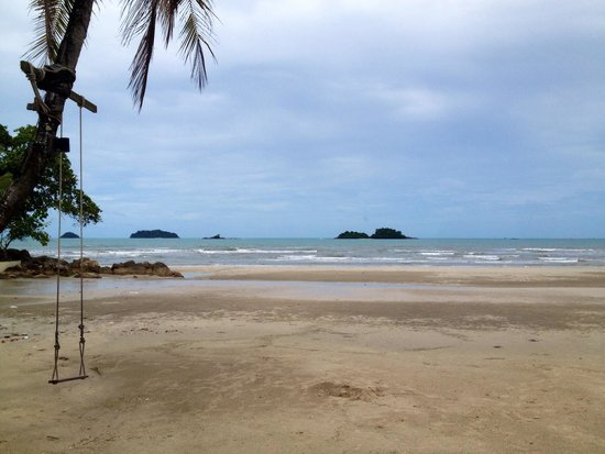 The Dewa Koh Chang: White sand
