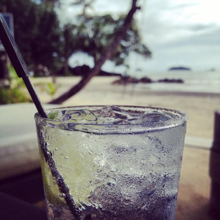 The Dewa Koh Chang: Happy hours! Gin tonic with the view