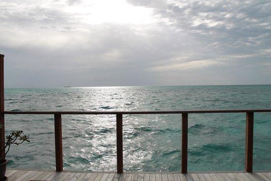 Meeru Island Resort & Spa: Vista a partir da varanda da JWV 718