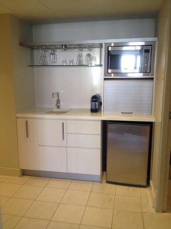 Sofitel Noosa Pacific Resort: kitchenette, lifestyle room