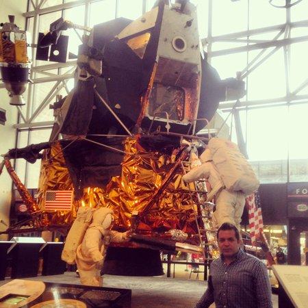 Museo Nacional del Aire y el Espacio: Primer viaje a la luna