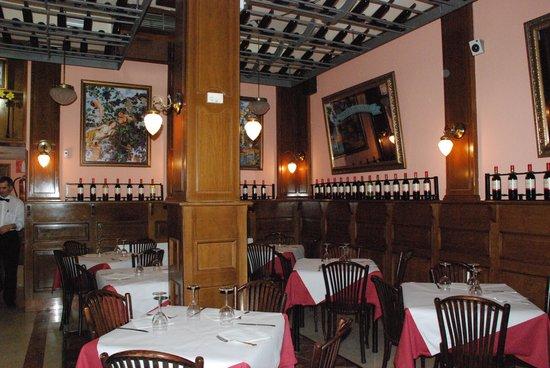 Museo del Vino: foto de las mesas sala interior