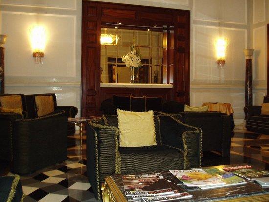 Hotel Savoy : 落ち着くロビーラウンジ