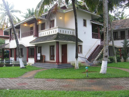 The World Backwaters: Lakeview Rooms Buildings