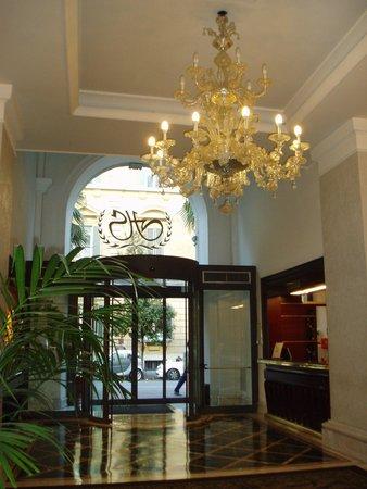 Hotel Savoy : フロント・レセプション・ホール
