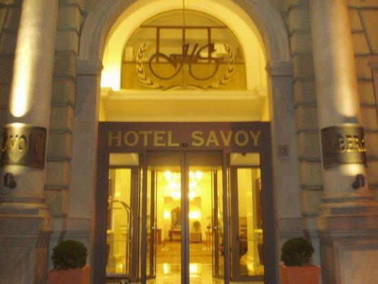 Hotel Savoy: ホテルの玄関