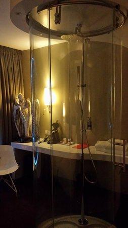 Fletcher Hotel Amsterdam : La douche dans la chambre
