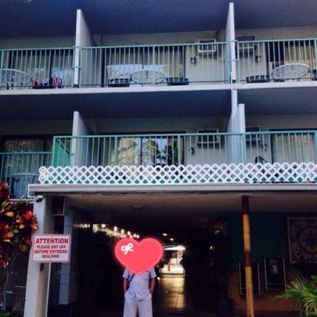 White Sands Hotel : 中庭からフロントに向かって・・・