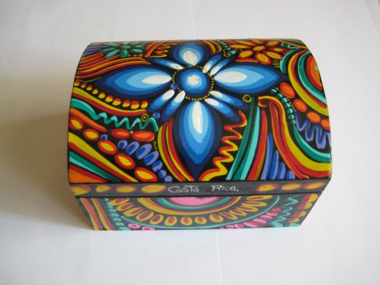 Artisans Cooperative Santa Elena and Monteverde: Hand made and coloured balsa wood box