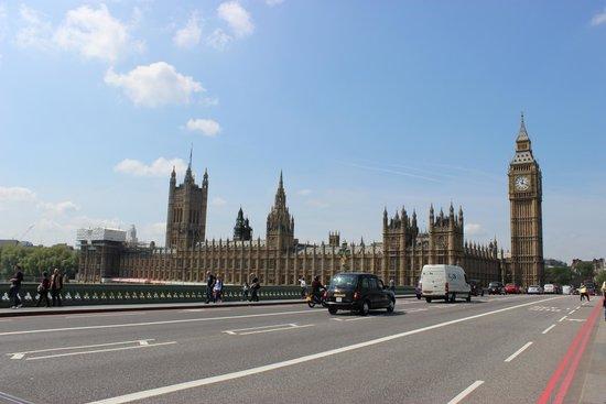 Houses of Parliament: Palazzo di Westminster dall'altro lato del Thames