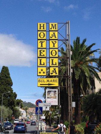 Hotel Mayola: Insegna