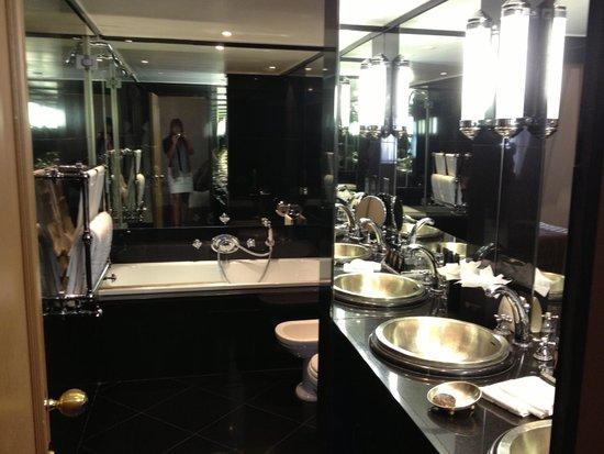 Baglioni Hotel London: bathroom
