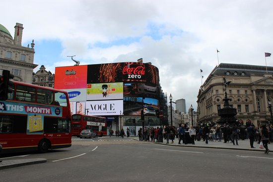 Piccadilly Circus : Piccadilly