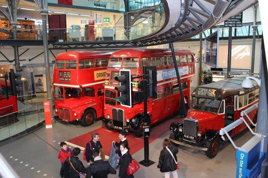 London Transport Museum : Interno del museo dei trasporti