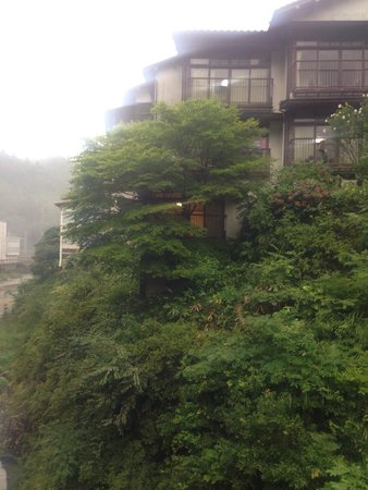 Sandankyo Hotel : View if the hotel from the bridge to the gorge