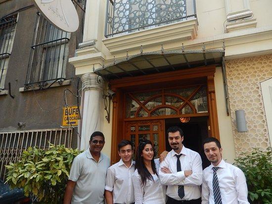Muyan Suites: muyan staff