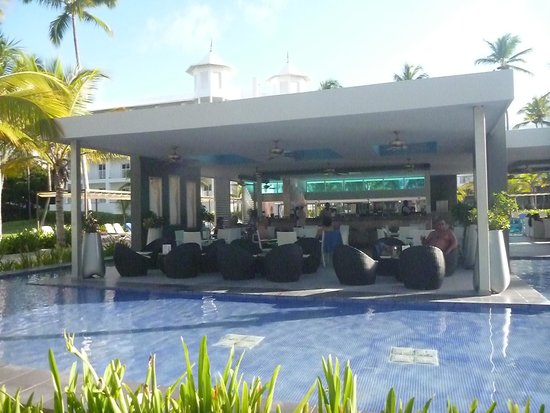 Hotel Riu Palace Macao: pool side bar