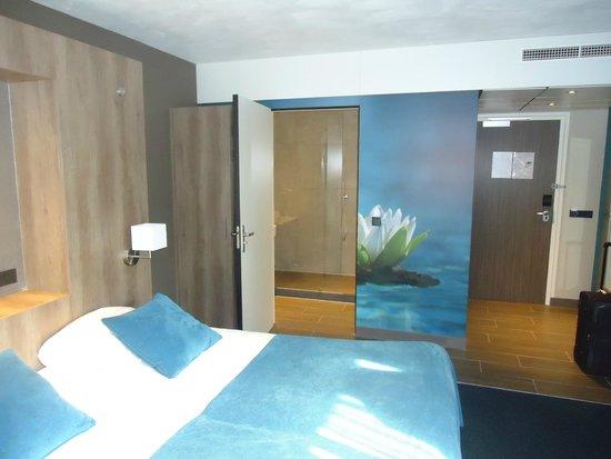 Caravan Zonder Badkamer ~ Open badkamer met glazen wand  Foto van Van der Valk Hotel Gilze