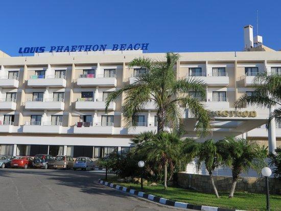 Louis Phaethon Beach: Entréé de l'hôtel