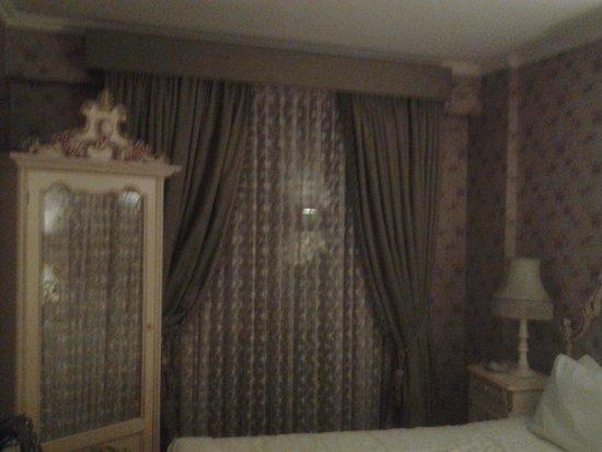 Amisos Hotel: vihreä huone