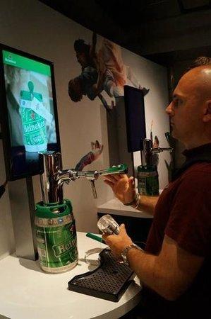 Heineken Experience : beer pouring challenge