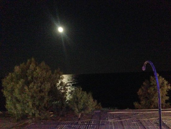Atmosphere Lounge Restaurant : Christopher and Veronica had two romantic dinners under the moonlight <3
