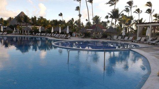 Luxury Bahia Principe Ambar Blue: Piscine
