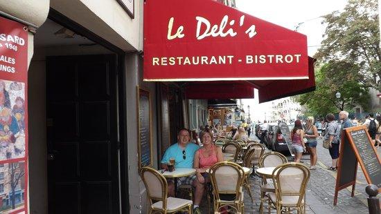 Le deli 39 s paris picture of deli 39 s cafe paris tripadvisor for Restaurant le miroir montmartre