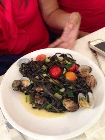 Ristorante Il Gotto: Spaghetti al nero di seppia con capello