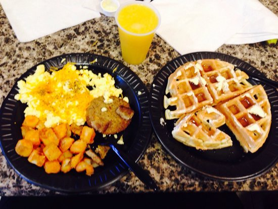 Drury Inn & Suites Montgomery : An extraordinary FREE breakfast!