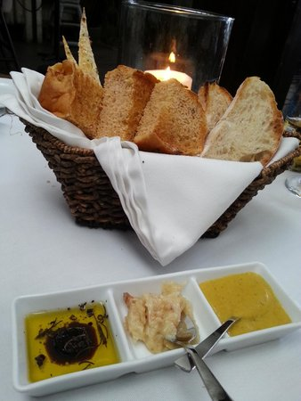Abaca Restaurant: Bread basket