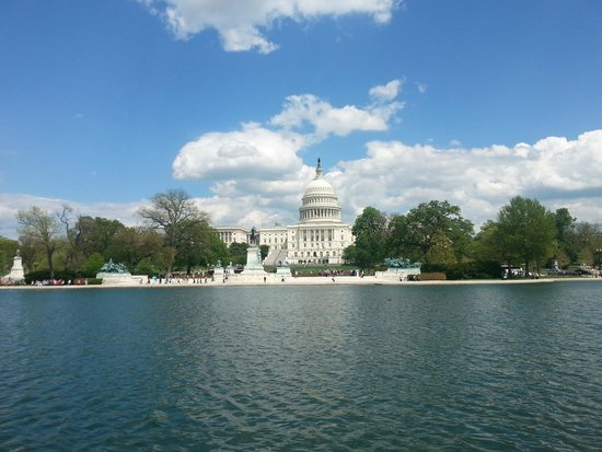 U.S. Capitol : Capitol view from the other side of the reflecting pool