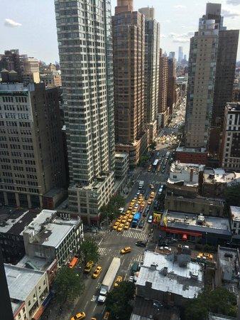 Kimpton Hotel Eventi : Blick auf Avenue of the Americas und OneWorldTrade Center im Hintergrund