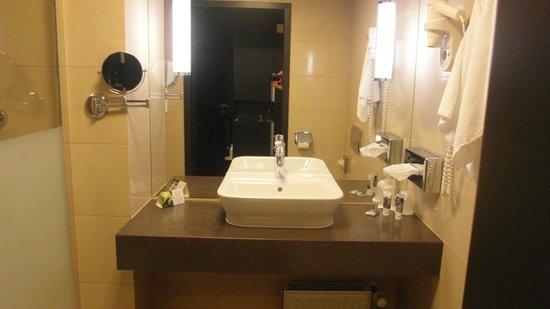 Mercure Wroclaw Centrum: Ensuite bathroom