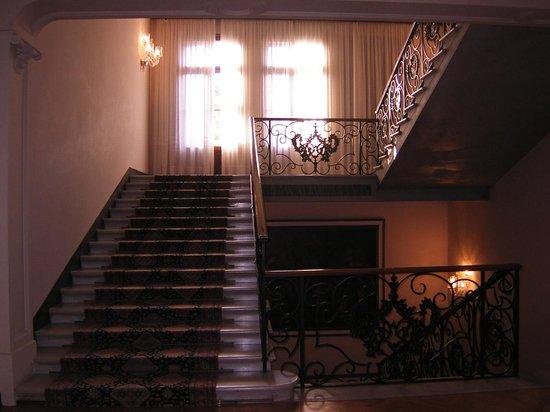 Hotel Des Bains, Venice Lido Resort: 美しいホテルの階段