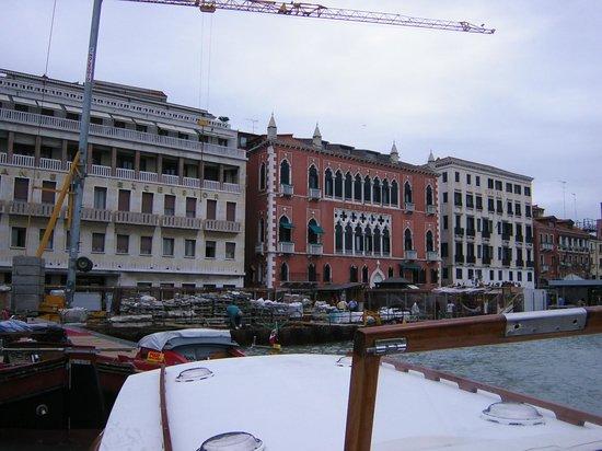 Hotel Des Bains, Venice Lido Resort: ホテル専用の水上ボートでダ二エリ前の船着き場へ