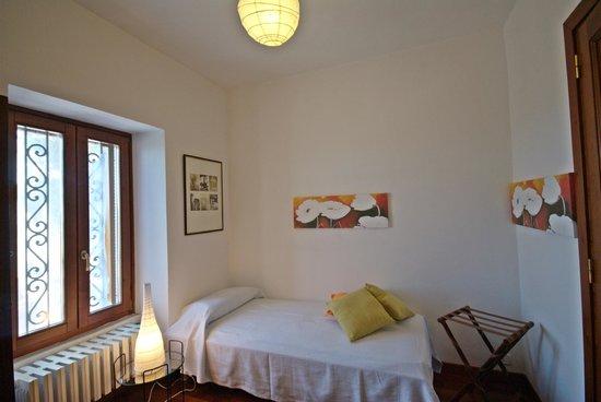 Camera letto singola Appartamento Cielo - Picture of La Rava & la ...