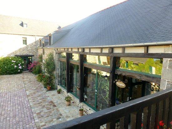 Manoir de Rigourdaine : Balcony in front of rooms