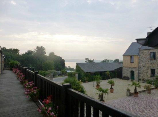 Manoir de Rigourdaine : View into courtyard