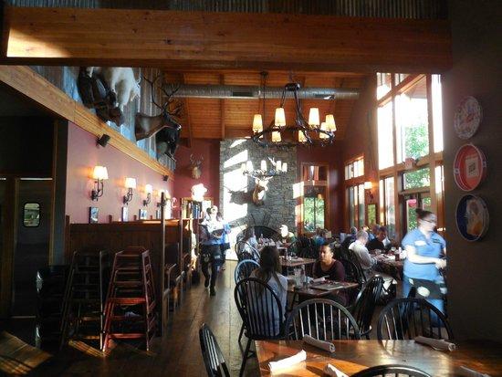 Devils Backbone Brewing Company: Inside restaurant