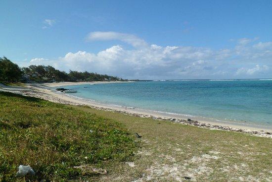 Tropical Attitude: Beach 100m away