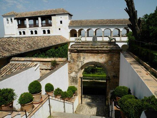 Alhambra: Eingang zum Nasridenpalast