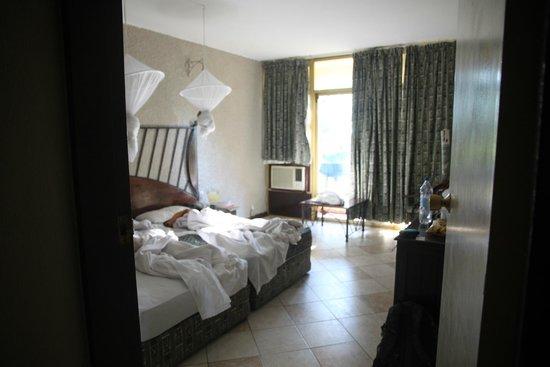 Rainbow Hotel Victoria Falls: Extra room.