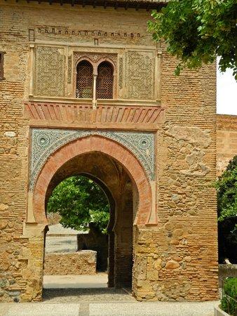 Alhambra: Tor beim Palast Karl V.