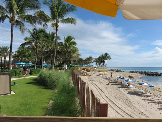 The Breakers: Vista da praia.