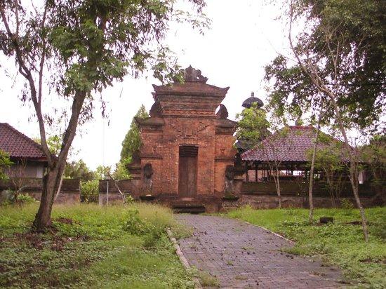 Pan Pacific Nirwana Bali Resort: ホテル近くの寺院