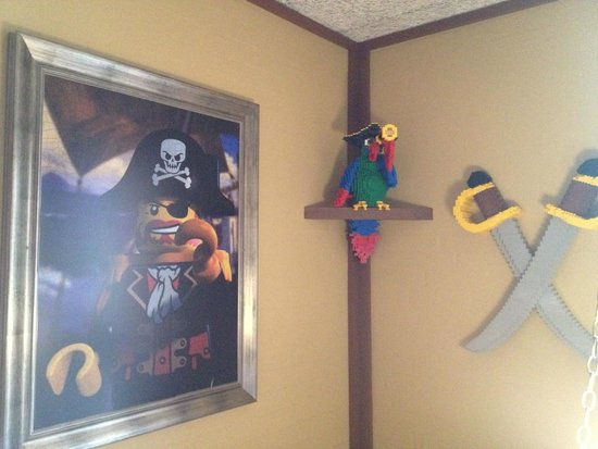 LEGOLAND Holiday Village: Corner detail in a Pirate Inn room