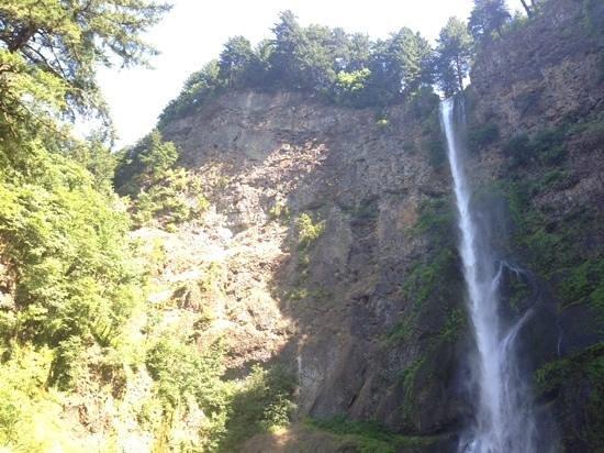 Columbia River Gorge National Scenic Area: Multnomah Falls