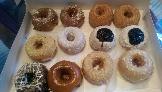 Shore Good Donuts : Hot dozen.