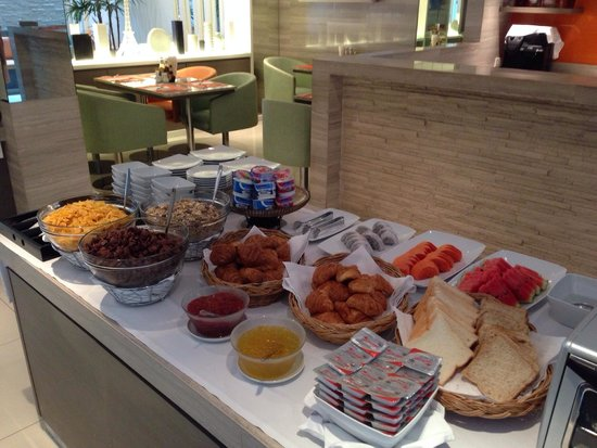 CityPoint Hotel : Breakfast table